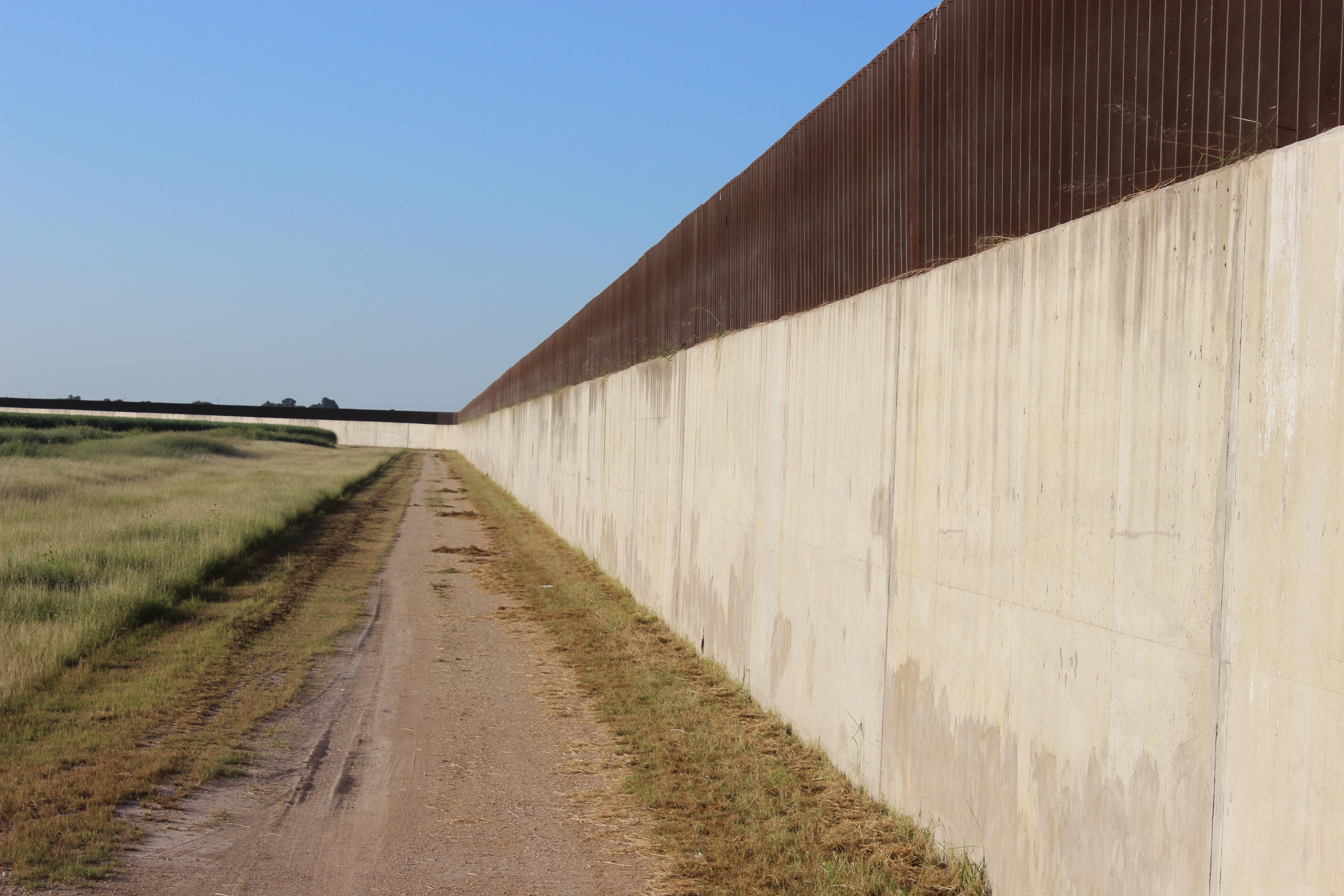 Border Wall Levee J III Concrete 956 969 1578